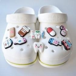 Hole Slippers Shoe Buckle Chars Croc decoration Designer Accesoire Dental Ambulance Pills Garden Shoe Decoration Fit Kid Gift